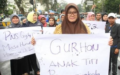 DPR Usulkan Tenaga Guru Honorer Usia 35 Tahun Keatas Diangkat Melalui Keppres