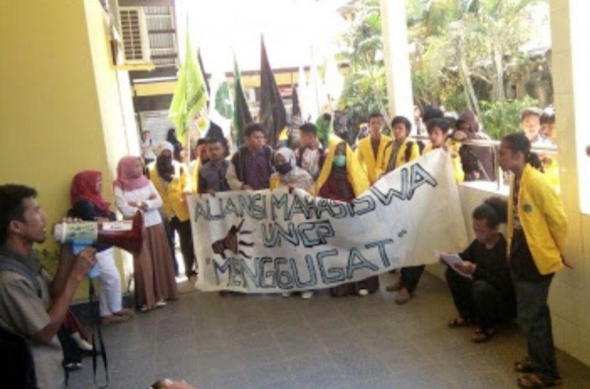 """Rektor UNCP di Makassar, Mahasiswa """"Segel"""" Gedung Rektorat"""