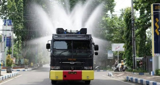 Mobil water cannon