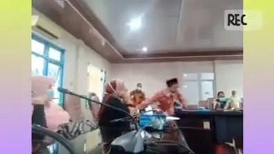 Anggota DPRD Banting Meja, Kesal Bupati Tidak Ikut Rapat