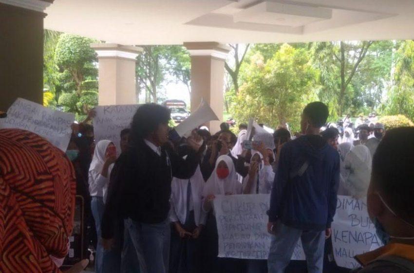 Pelajar SMA di Luwu Utara Tuntut Belajar Tatap Muka