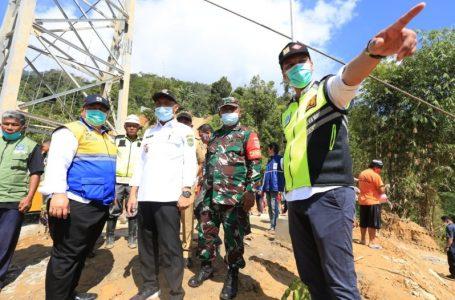 Peresmian jembatan gantung oleh Wakil Walikota Palopo, Rahmat Masri Bandaso