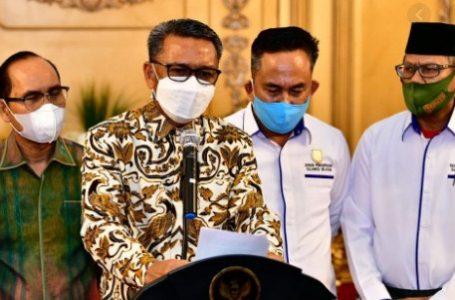 Gubernur Sulawesi Selatan saat konfrensi pers terkait kenaikan UMP 2021