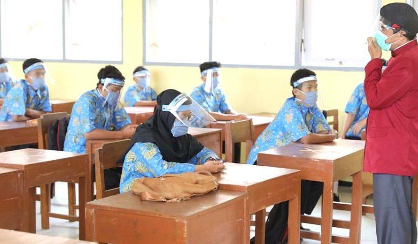 Orang Tua Ingin Anaknya Divaksin Dulu Sebelum PTM Diterapkan di Tahun Pelajaran 2021/2022