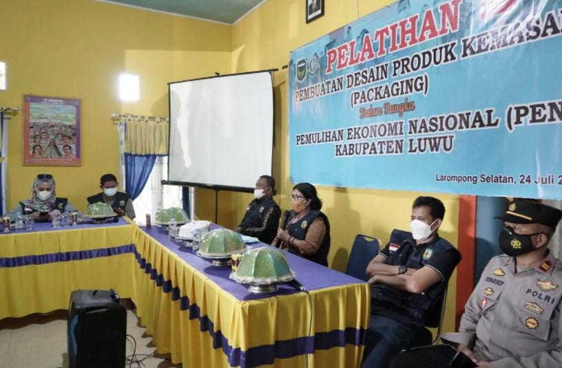 Pelaku UMKM Kecamatan Larompong Selatan Kabupaten Luwu Ikuti Pelatihan Packaging