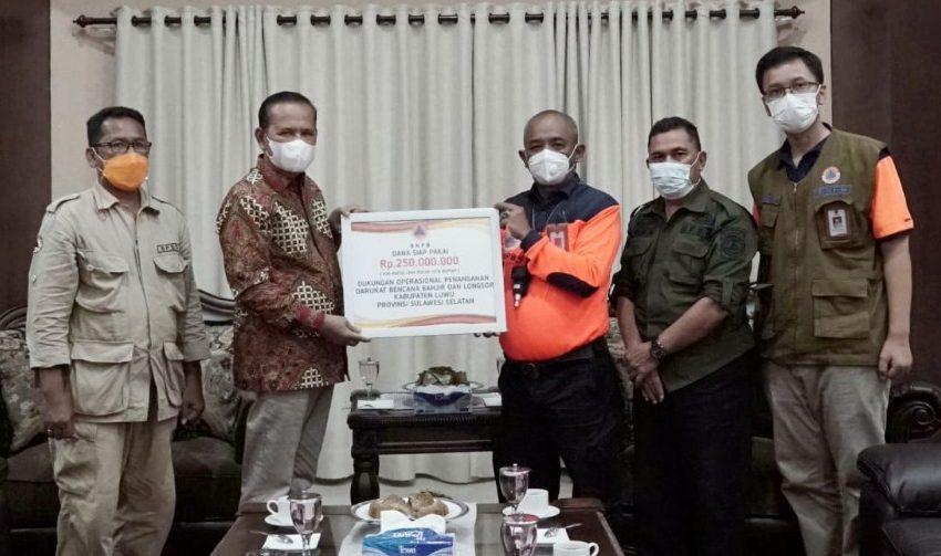 BNPB Serahkan Bantuan Dana Siap Pakai Rp250 Juta, Juga Bantuan Dukungan Protokol Kesehatan